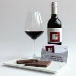 Zweigelt Reserve Weinschokolade mit einem Glas Zweigelt Reserve-Wein
